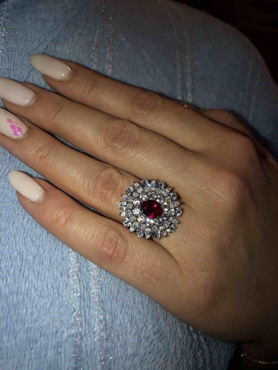 Кольцо с красным рубином и фианитами