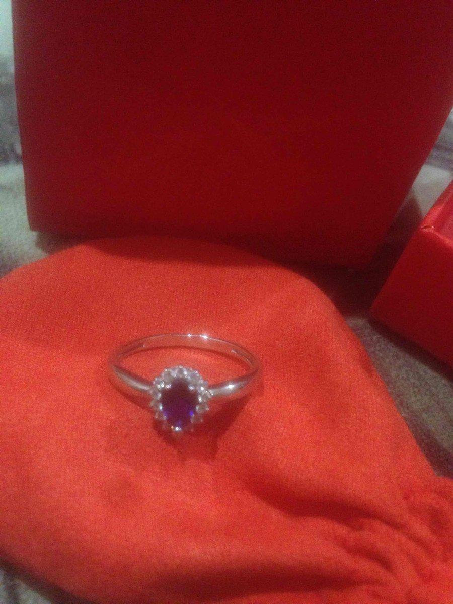 Кольцо очень красивое мило смотрится на руке !)