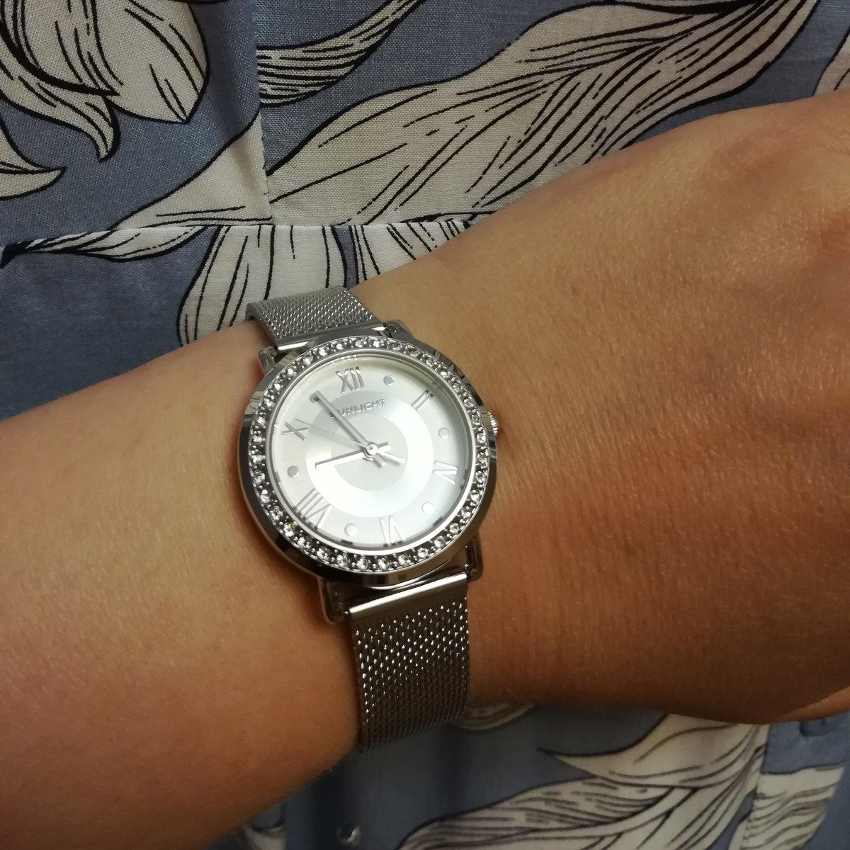 Стильные серебряные часы