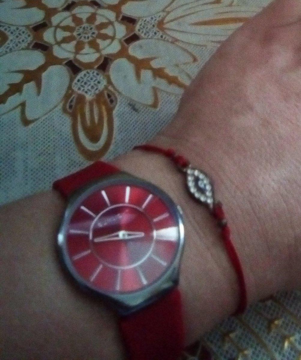 Часы красного цвета)))