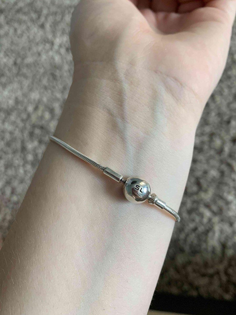 Небольшой браслет, удобно носить, точно такой же, как на сайте