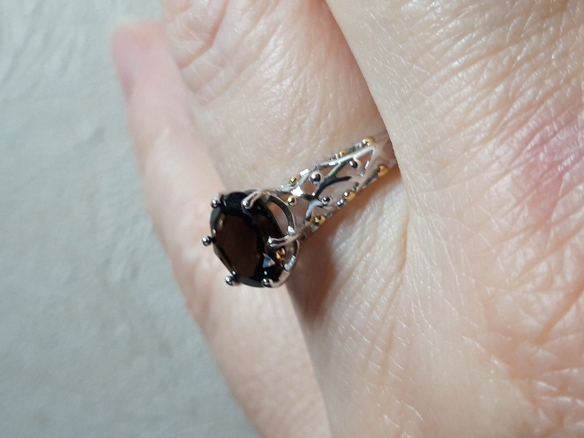 Ажурное кольцо с натуральным раухтопазом.