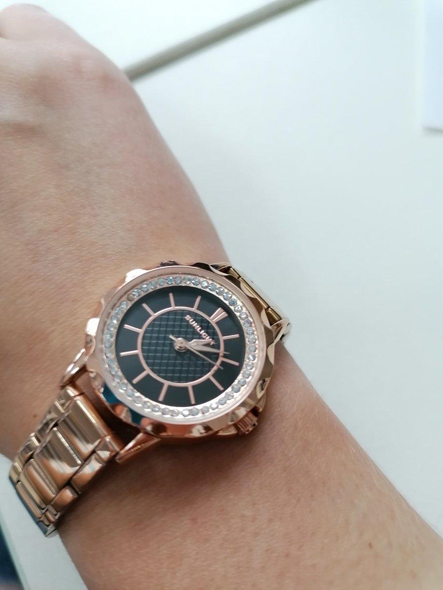 Часы красивые, доступные по цене, подходят под любой образ