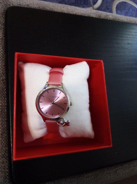 Часы для девочки в подарок