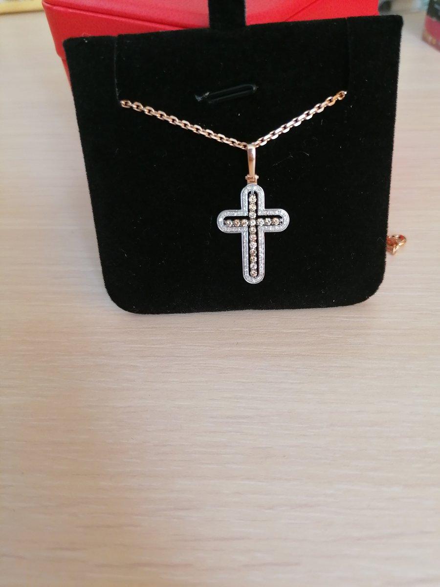 Крест с коньячными бриллиантами