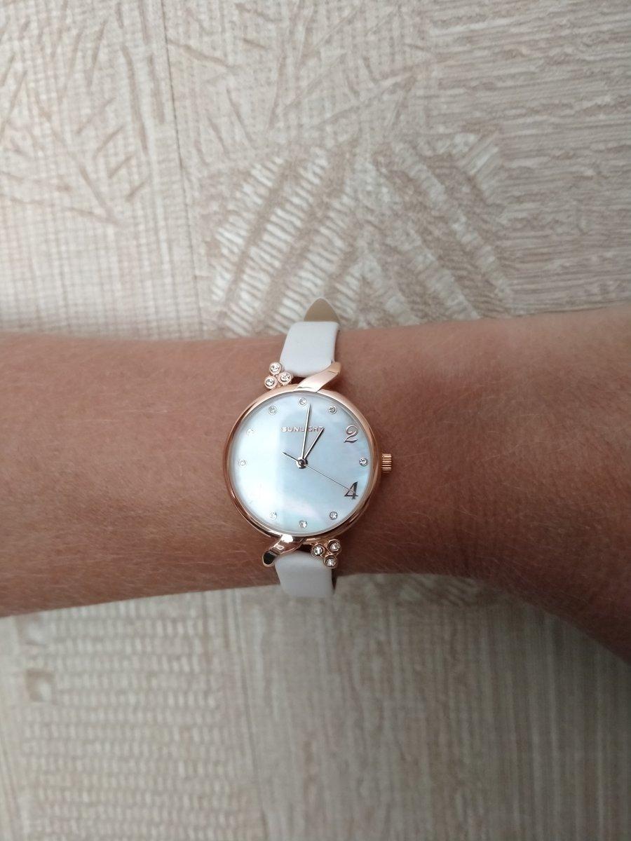 Часы наручные женские.