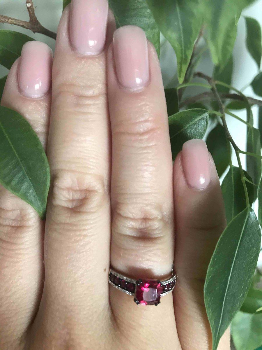 Кольцо из розового золота.