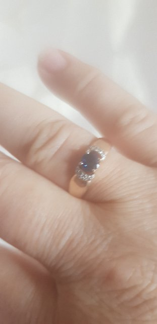 Очень понравелось кольцо,смотрится очень нежно.Подарак мужа .