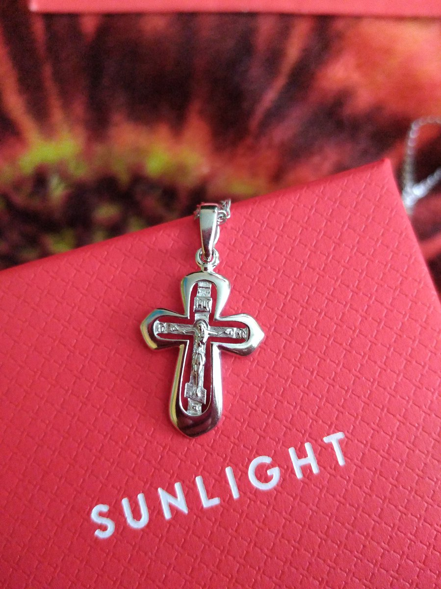 Красивый маленький крестик.