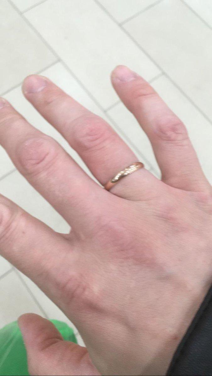 Красивое обручаоьное кольцо