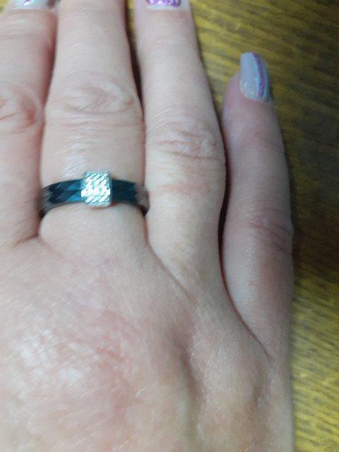 Красивое керамическое кольцо.