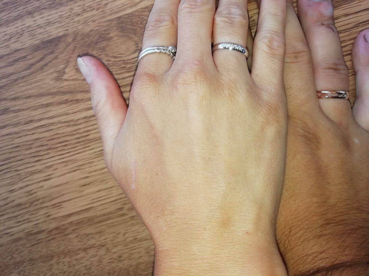 Очень милое колечко. белое золото с брильянтиками в алмазных гранях. класс.
