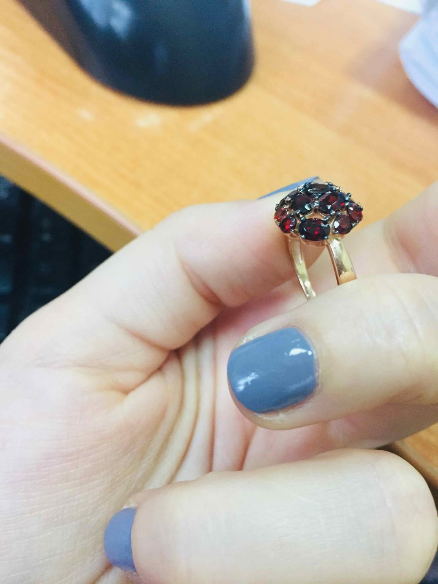 Шикарное неповторимое кольцо с гранатами