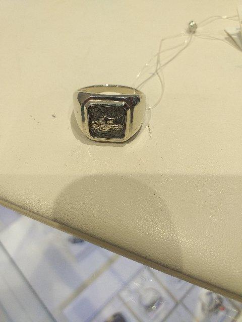 Кольцо просто супер, смотрится очень мощно и мужественно!!!