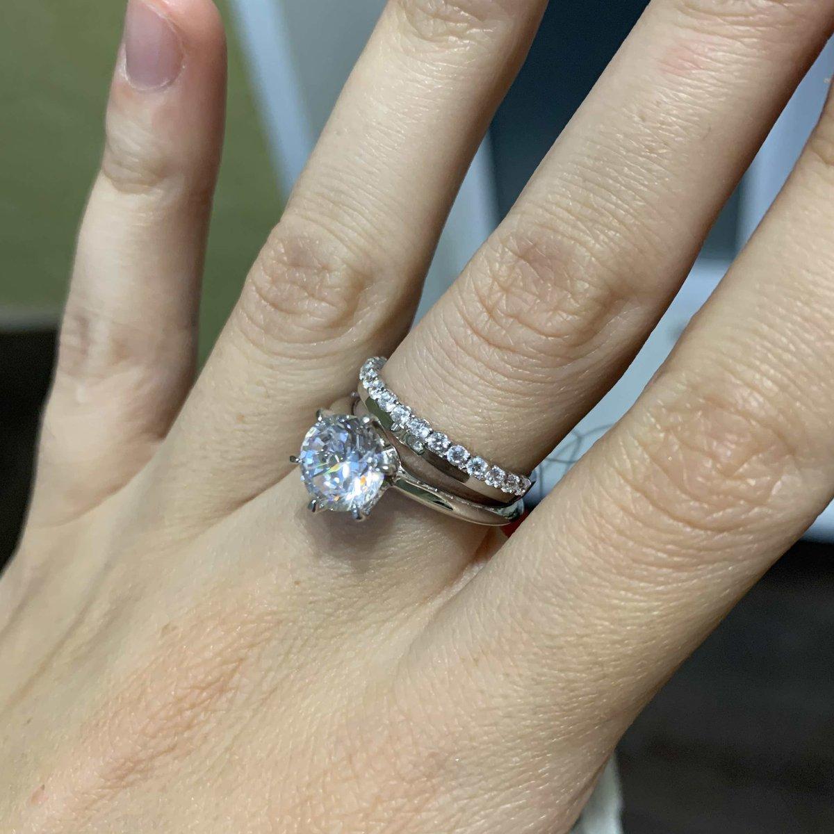 Кольцо дорожка отличное дополнение к крупному камню
