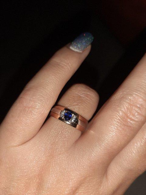 Кольцо с сапфиром и брюликами