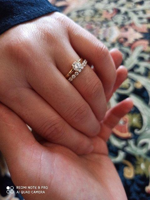 Кольцо очень красивое . купила по очень хорошей скидке . большое спасибо