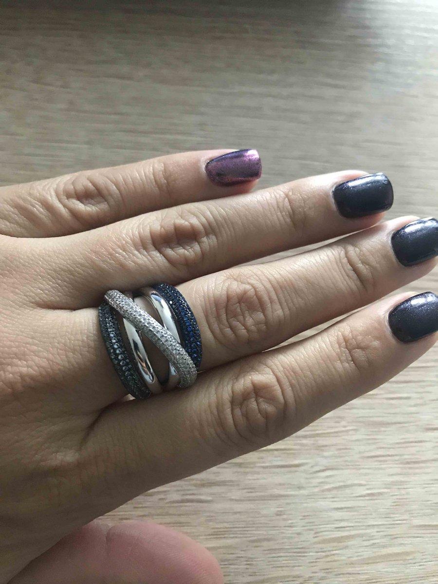 Кольцо с комнями