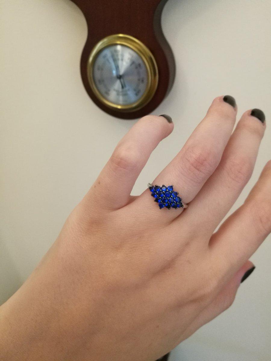 Аккуратное и яркое кольцо