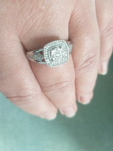 Кольцо из белого золота.