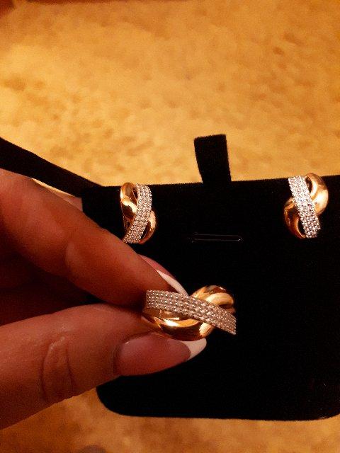 Комплект: серьги и кольцо, двое часов.