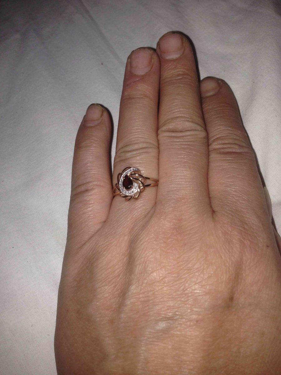 Кольцо очень осталась довольна своим выбором .спасибо продавцу выборе