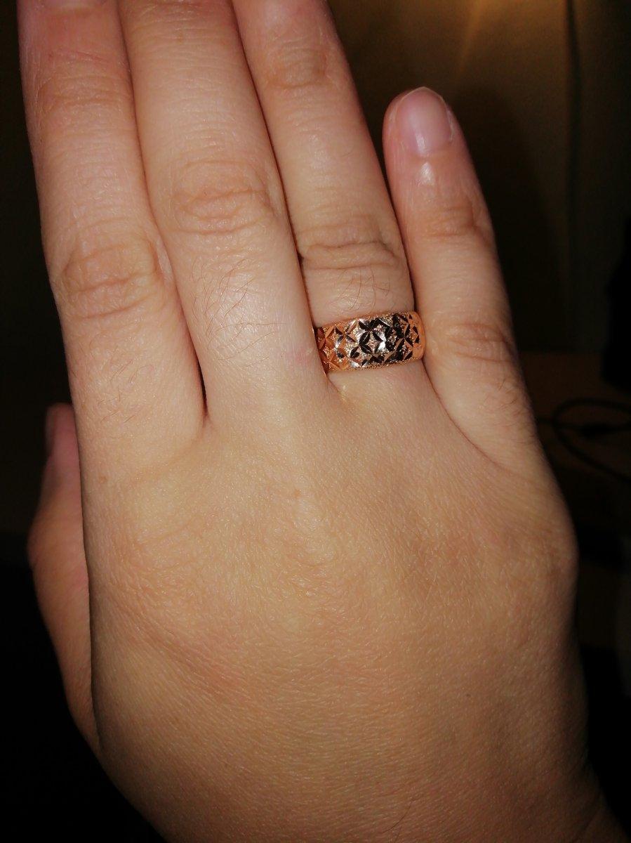 Очень сильно понравилосьжене)красивое кольцо))