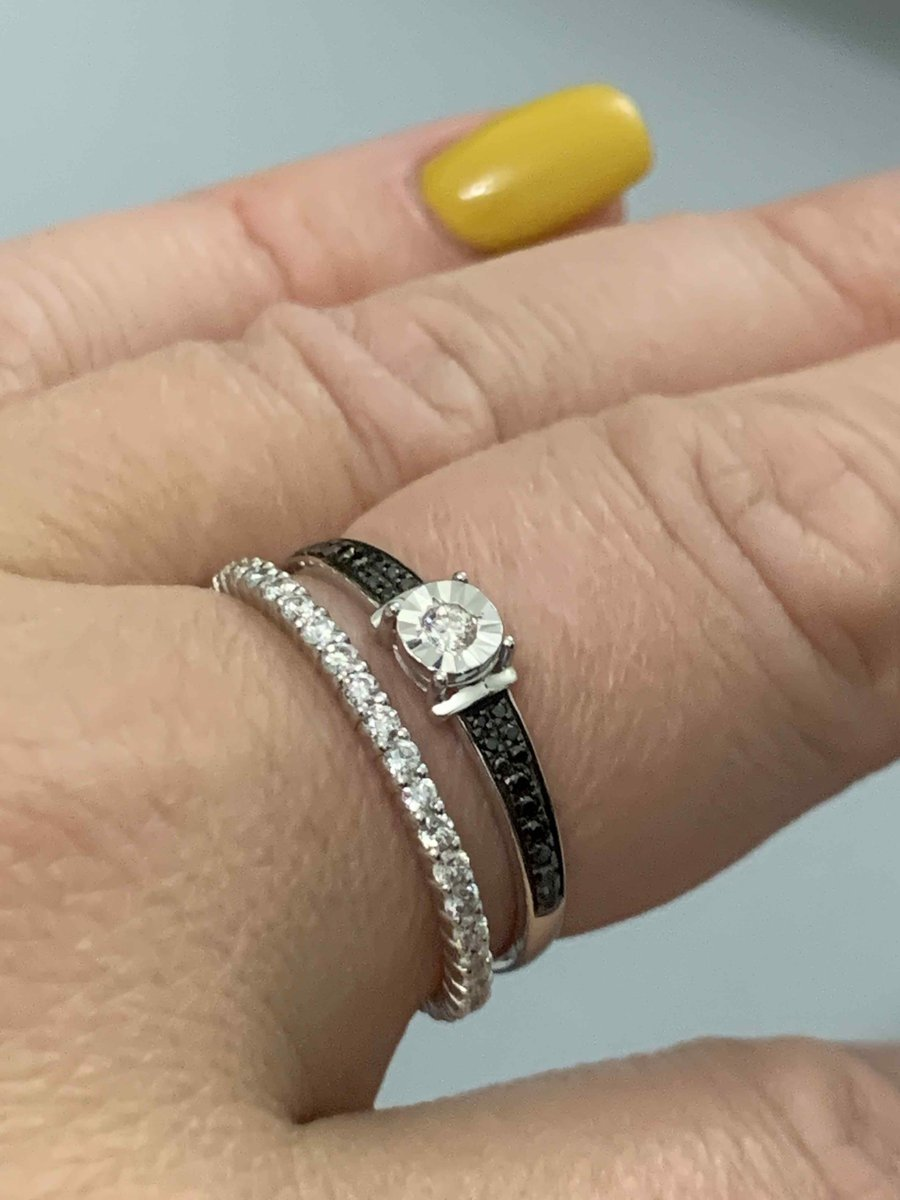 Шикарное кольцо ,крупные камни