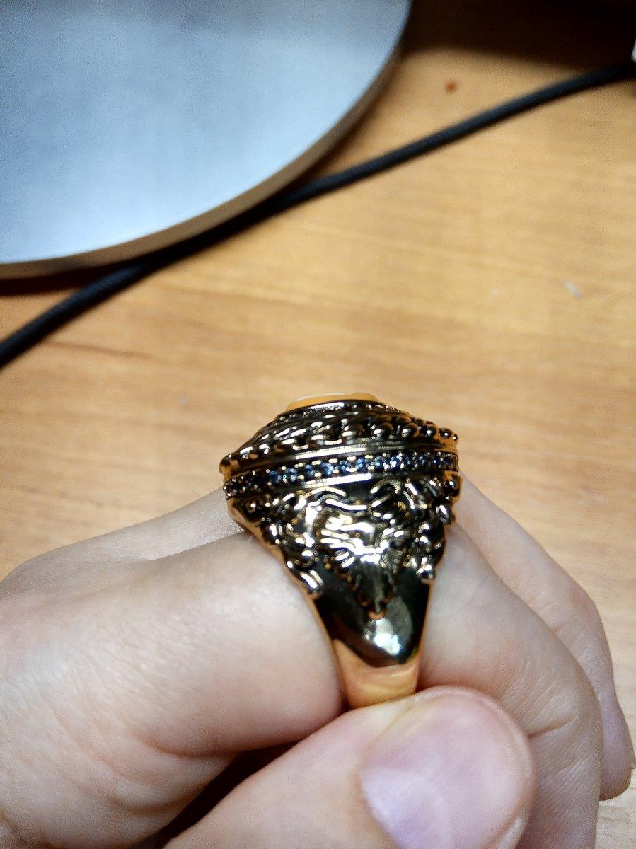 Кольцо стальное с фианитами и ювелирной смолой