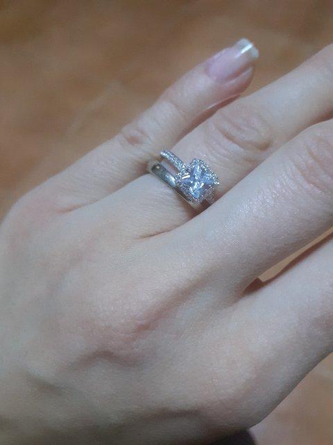 Очень красивое кольцо, поиятная цена, а со скидкой вообще подарок!!!