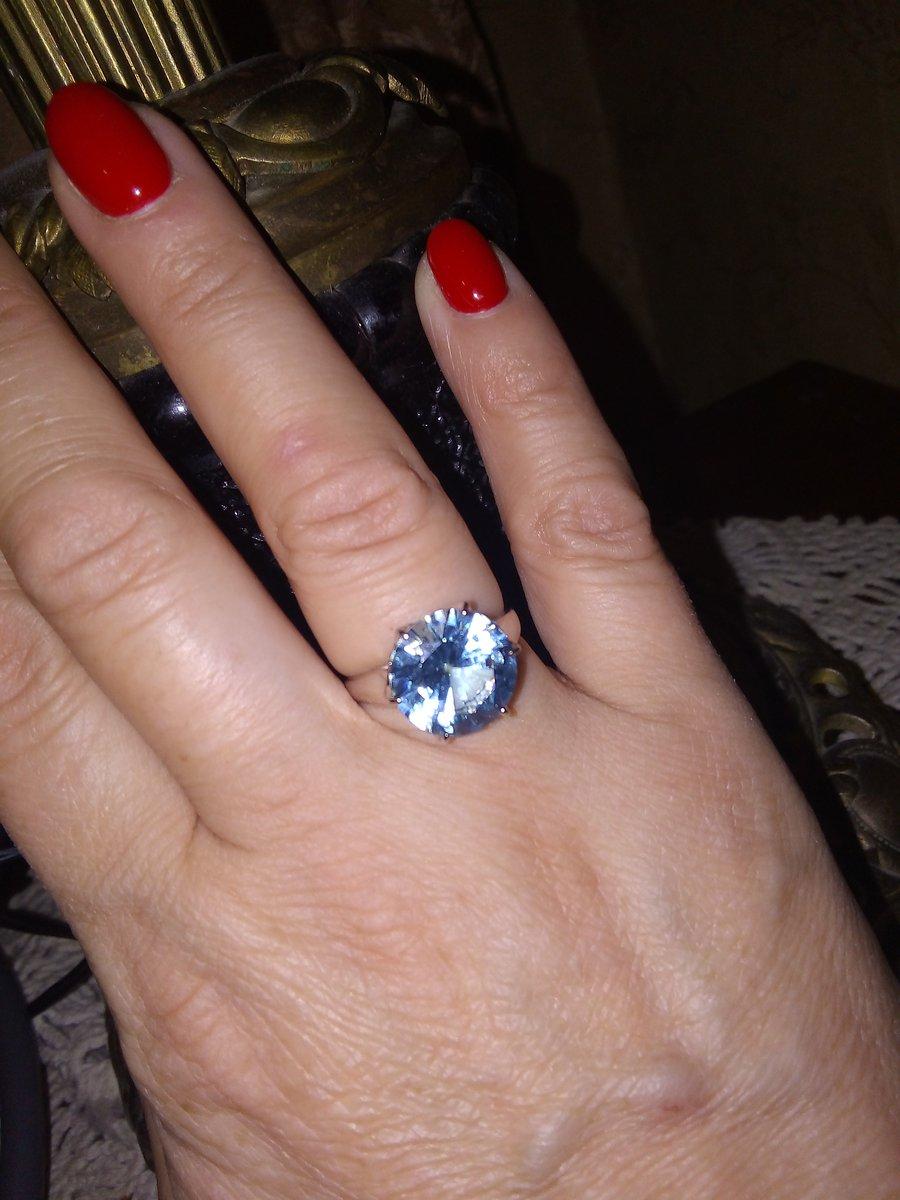 Лаконичное красивое кольцо.