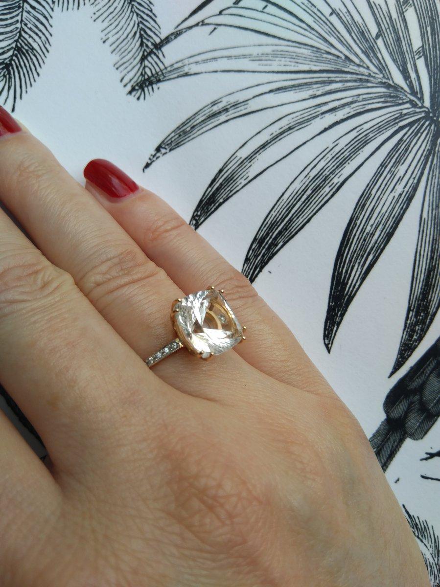 Изящное кольцо с горным хрусталем