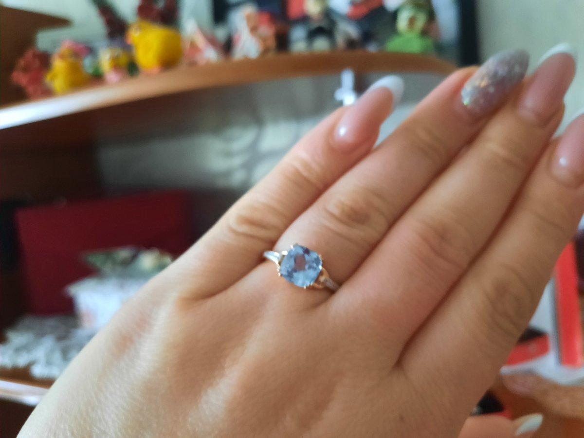 Золотое кольцо с топазам.