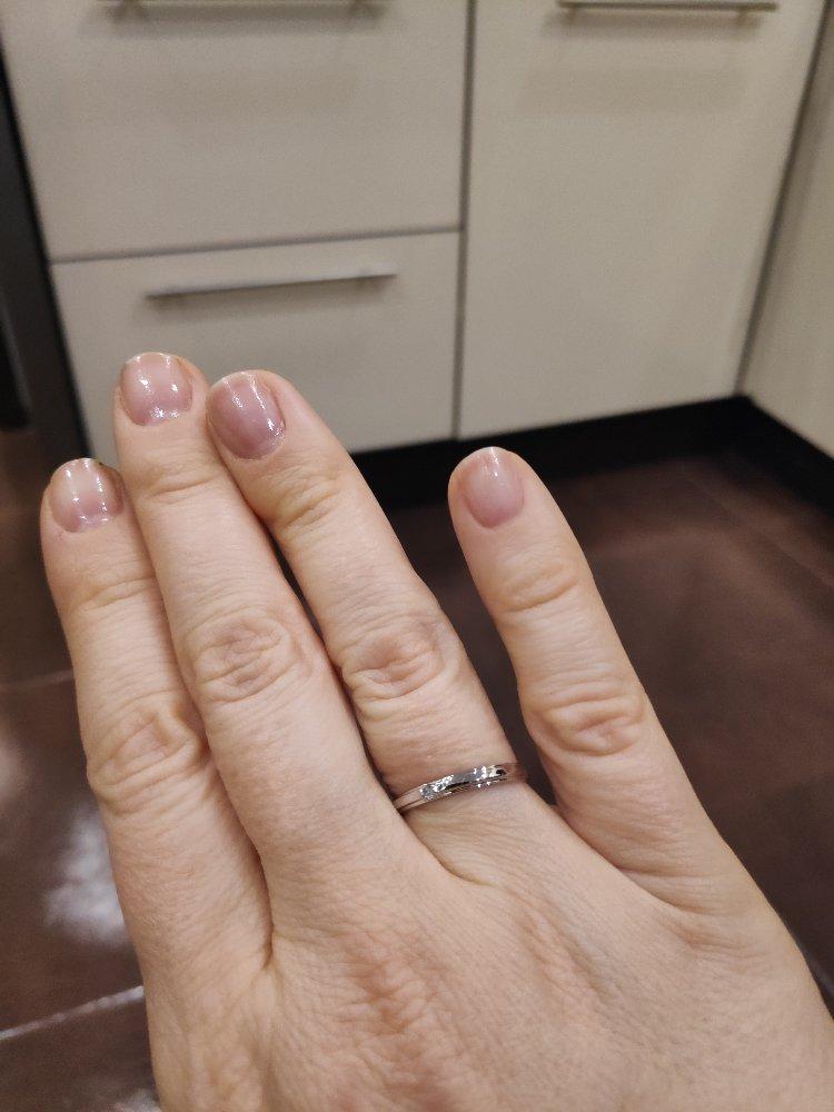 Кольцо из белого золота с бриллиантом.