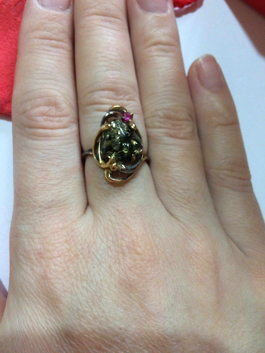 Кольцо с зеленым янтарем