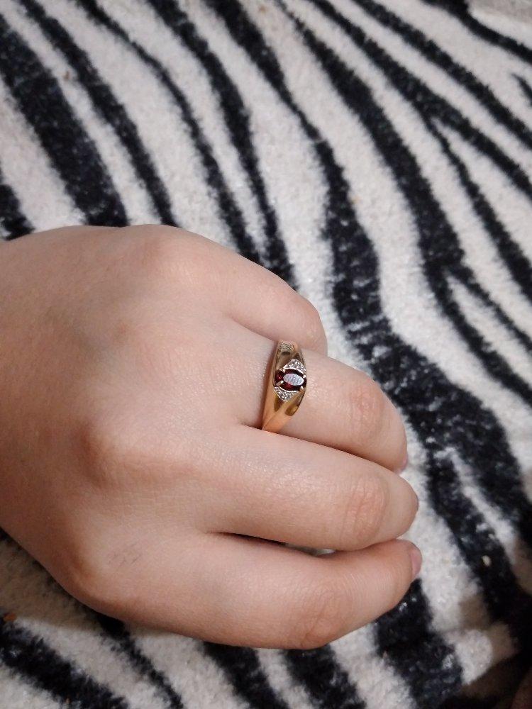Кольцо с гранатом и фианитом