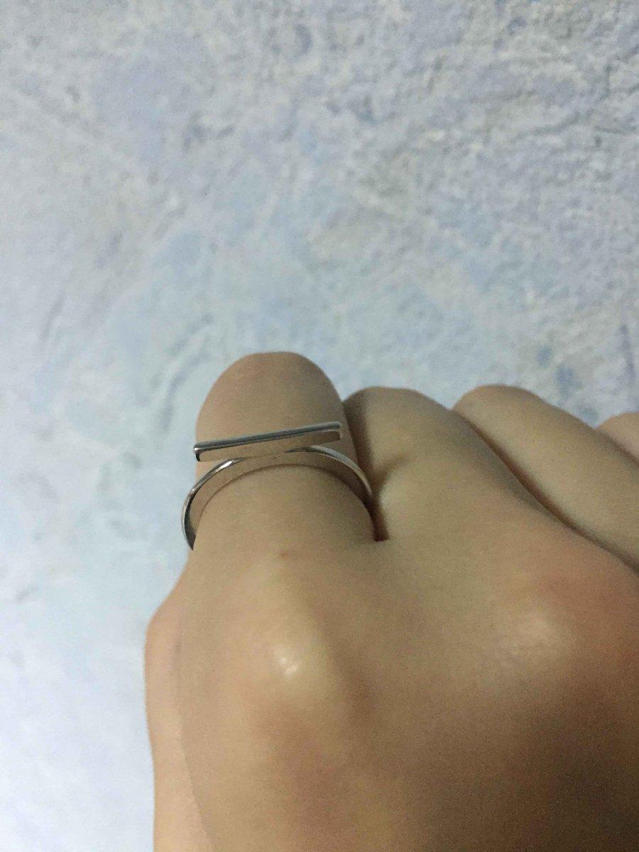 Минималистичное кольцо из серебра для повседневного ношения. размер как раз
