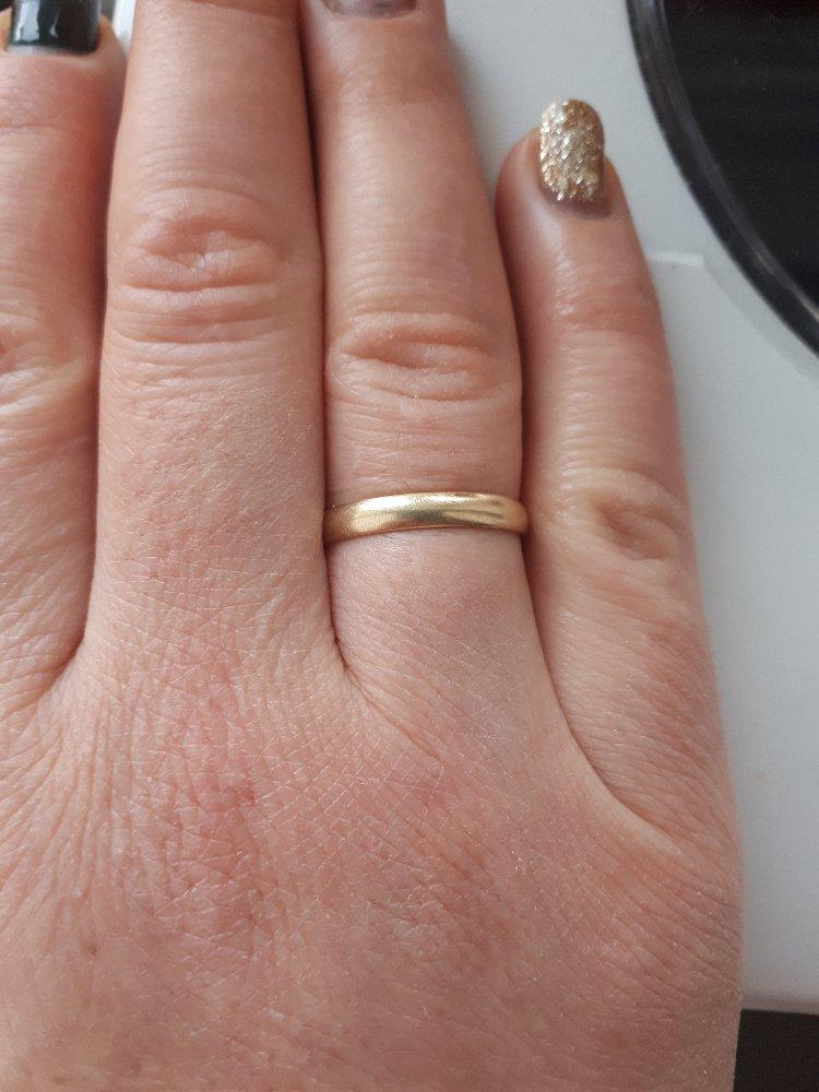 Обручальное кольцо в желтом золоте.