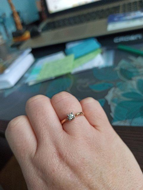 Очень, красивое кольцо!!!оригинальный дизайн,бриллиант сверкает,светится!!!
