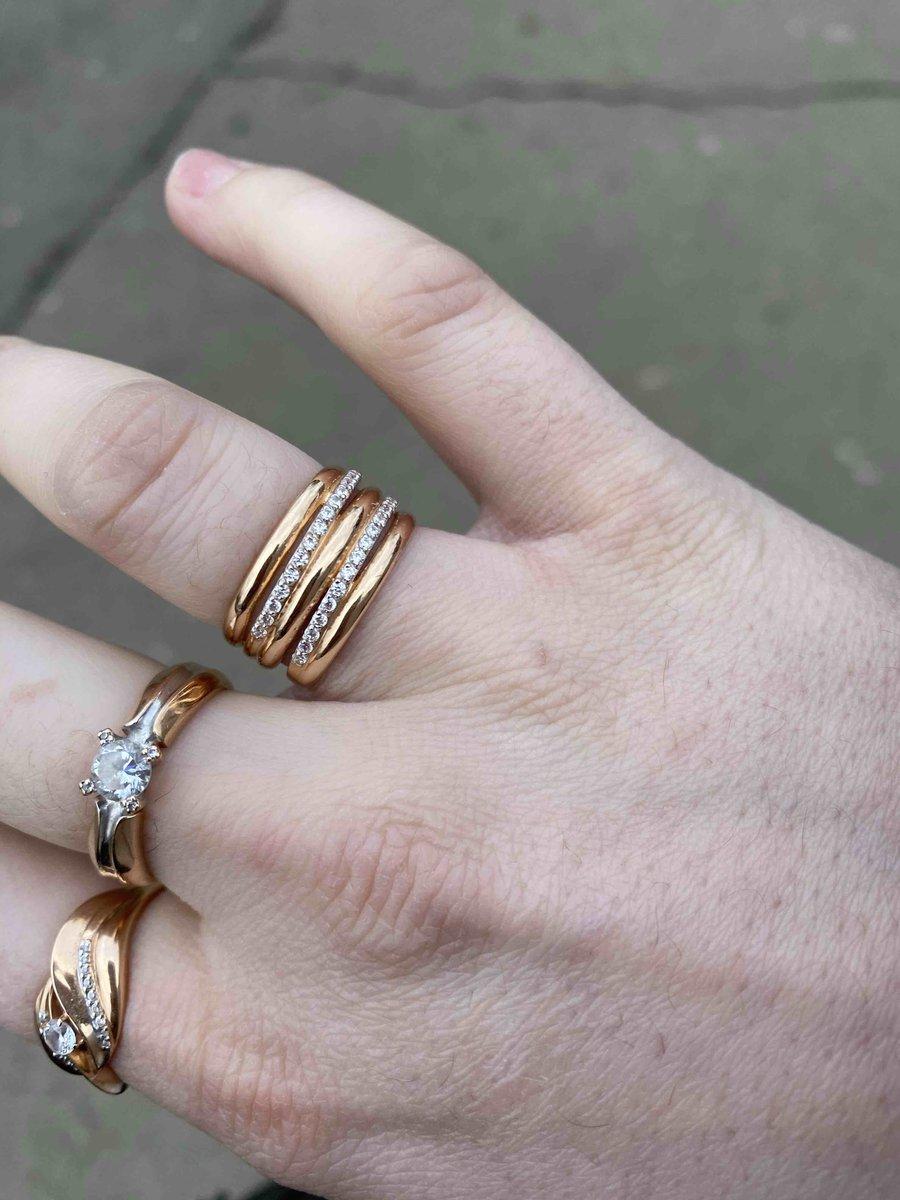 Очень красивое кольцо ,смотрится шикарно