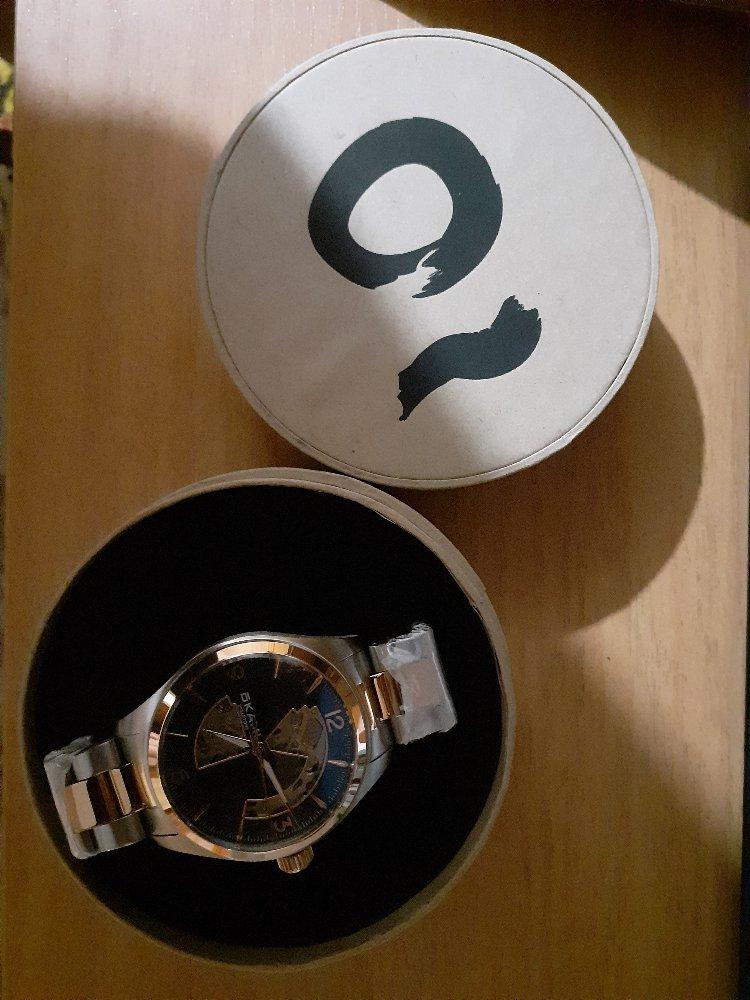 Шикарные часы !очень оригинальные,супругу очень понравились .