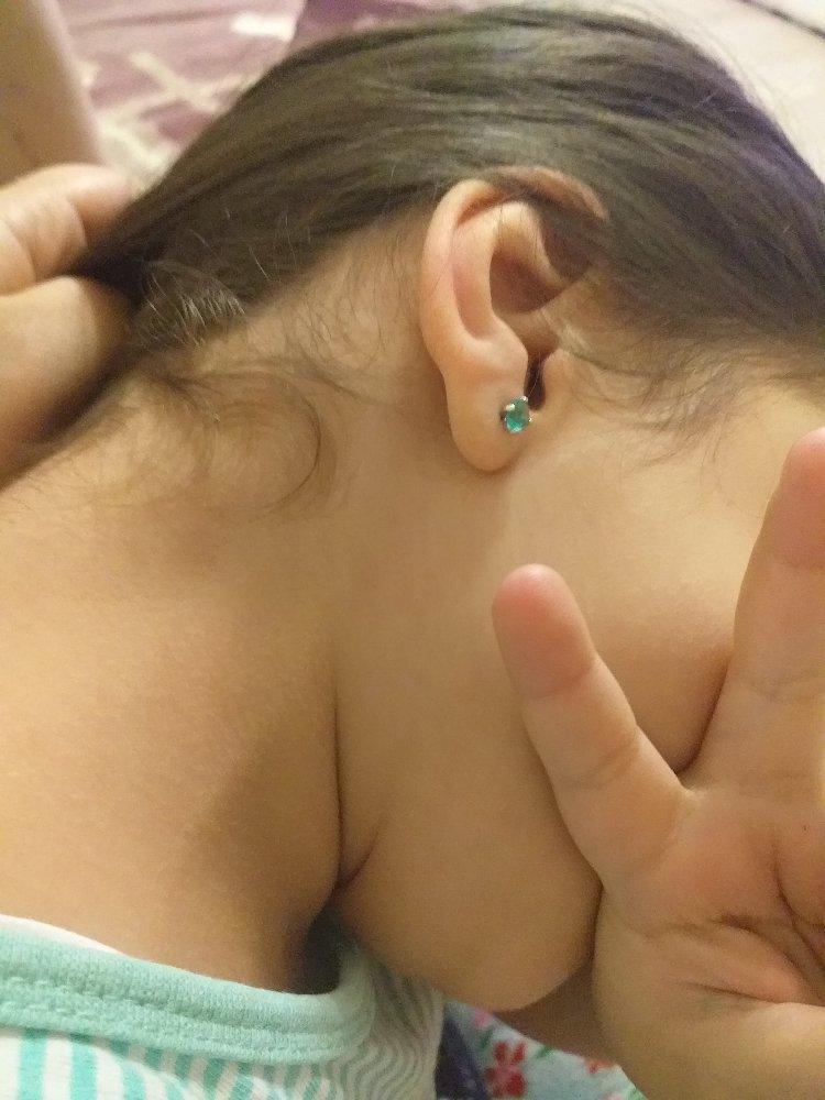 Серьги гвоздики для маленьких девочек