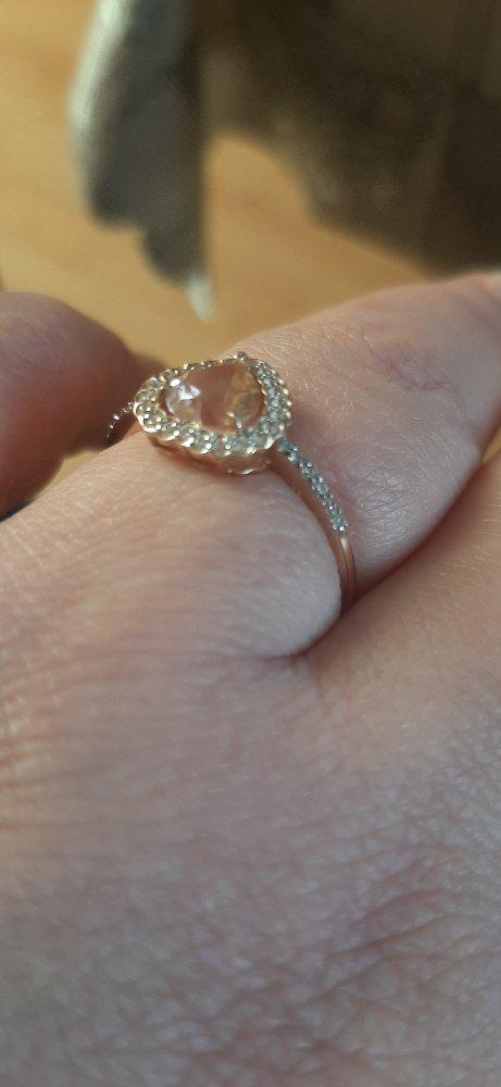 Нежно,романтично,муж взял мне полностью комплект и я очень довольна!