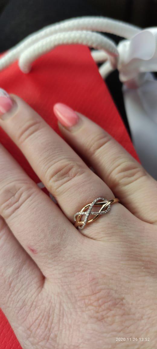 Золотое кольцо с 38 бриллиантами на 38 лет.