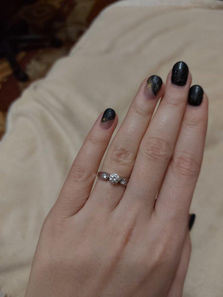 Красивое серебряное кольцо.