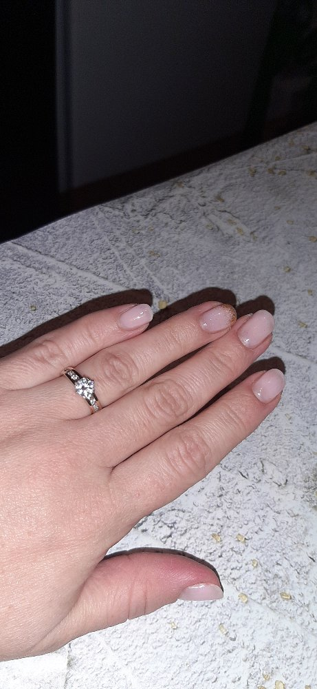 Крпсивое элегантное кольцо с фианитами