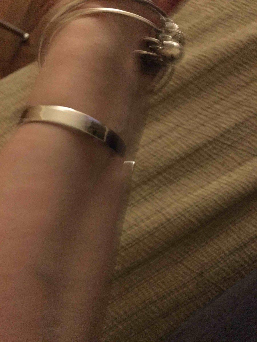 Жесткий браслет серебряный .