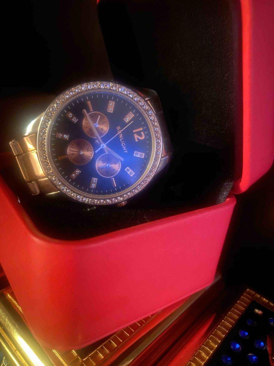Очень красивые часы , большое спасибо
