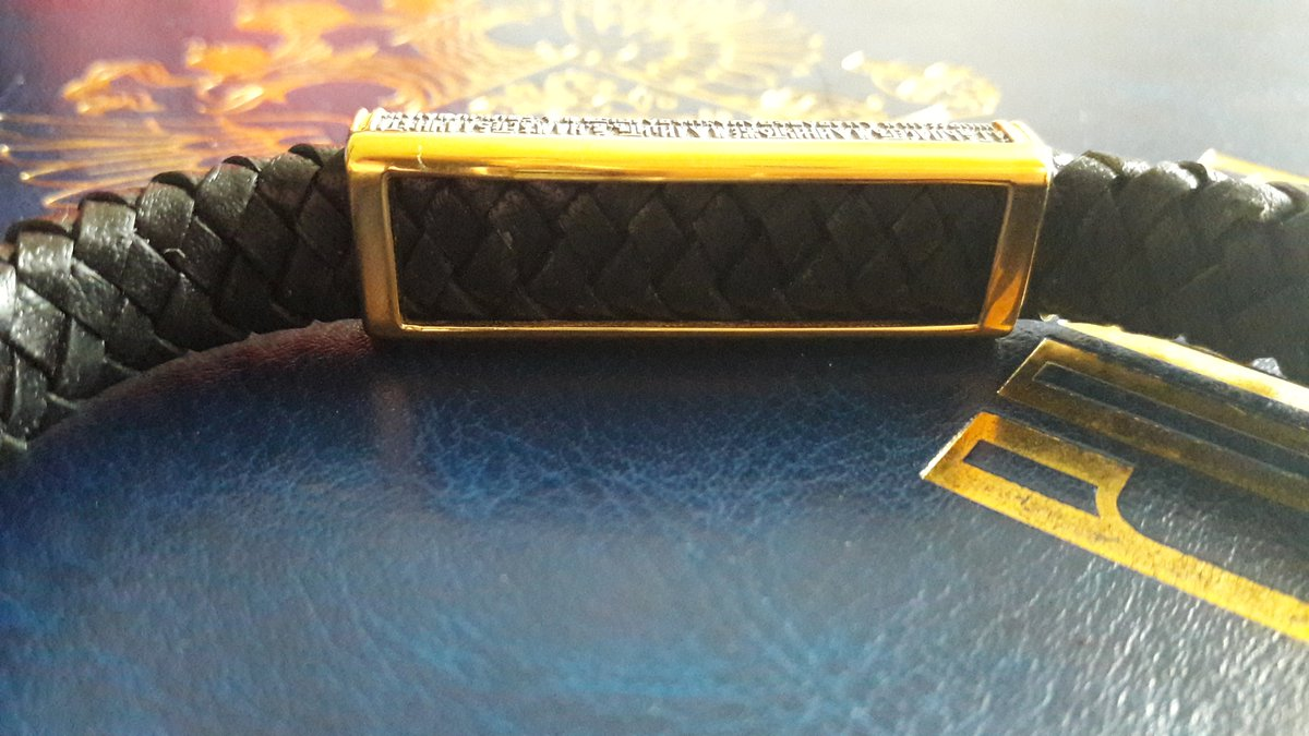 Стильный браслет-оберег