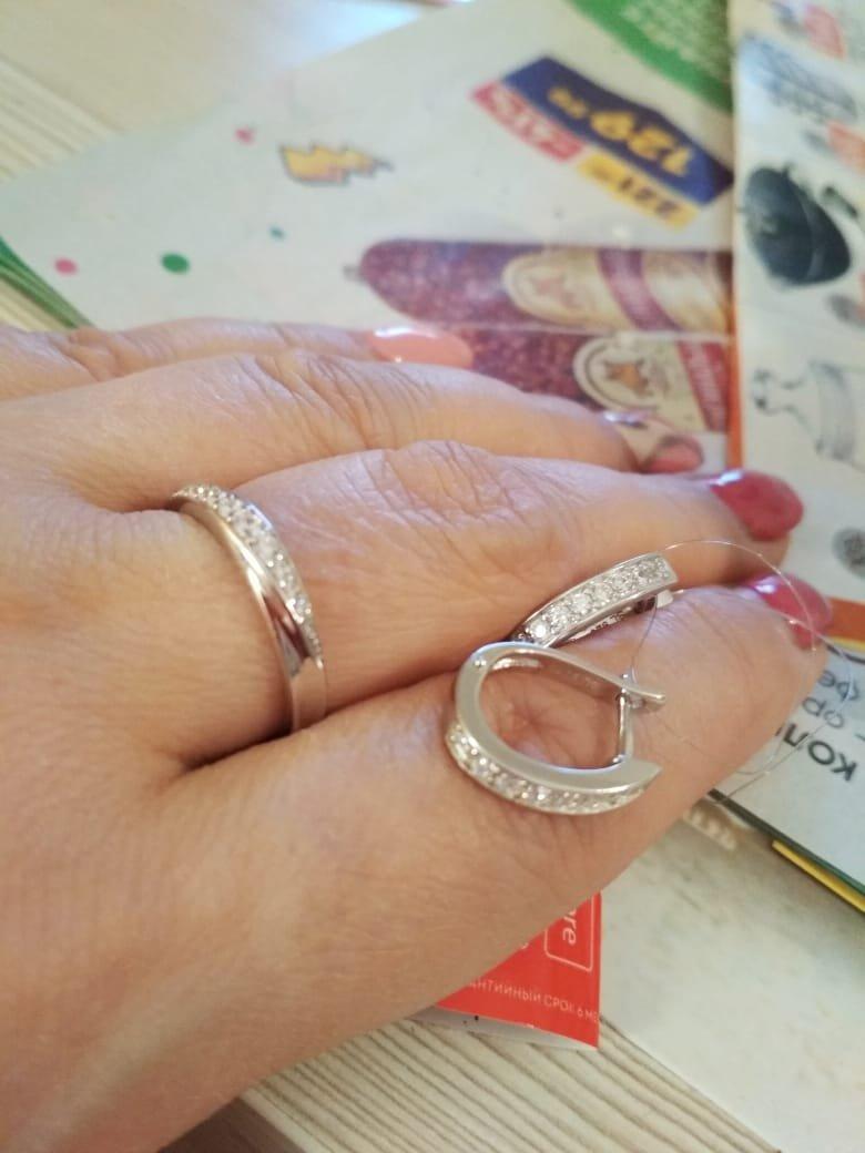 Милые серьги в комплекте с кольцом.
